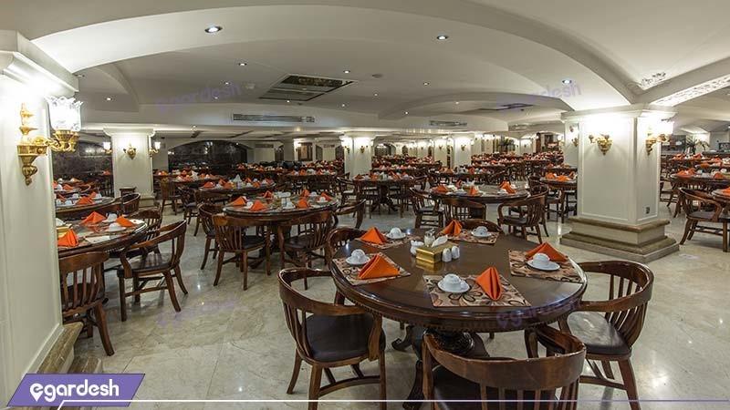سالن صبحانه خوری هتل بین المللی قصر طلایی