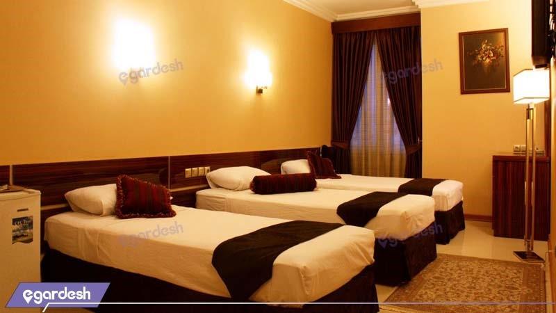 اتاق سه نفره هتل منجی