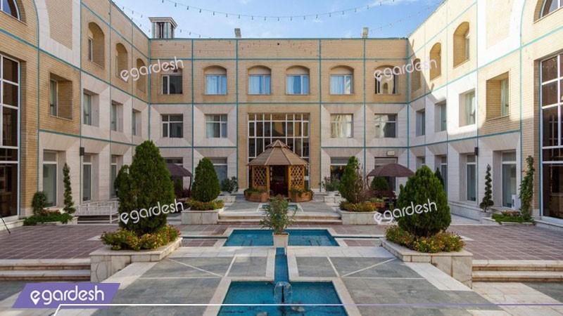 محوطه هتل قصرالضیافه