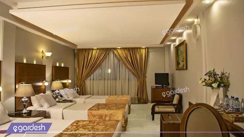 اتاق سه تخته کلاسیک هتل تارا