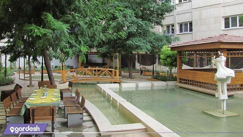 حیاط هتل تهران