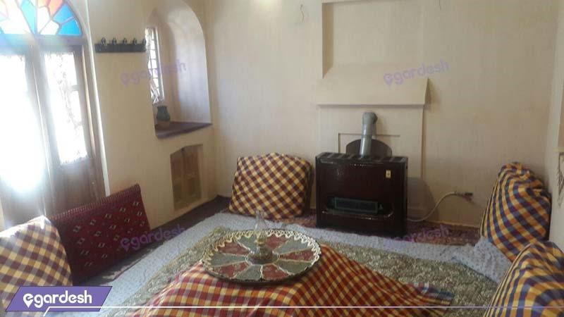 اتاق دو دری اقامتگاه سنتی خانه توسلیان نطنز