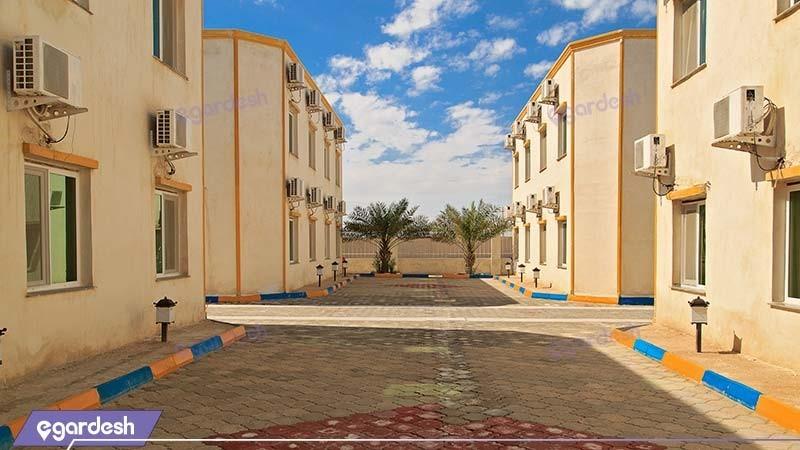 محوطه هتل ساحلی خلیج فارس قشم