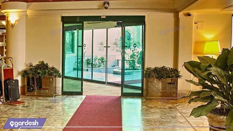 ورودی هتل بین المللی قم