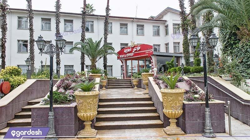نمای ساختمان هتل آپارتمان ساحلی کوثر
