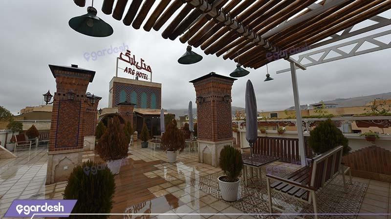 محوطه نشیمن بام هتل ارگ