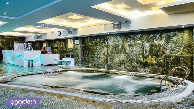 جکوزی هتل بزرگ