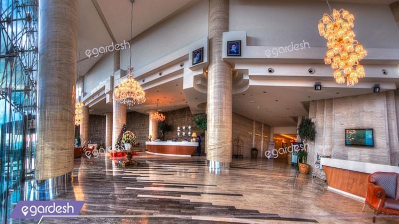 لابی هتل بزرگ