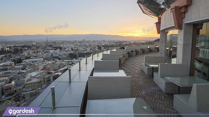محوطه نشیمن بام هتل بزرگ شیراز
