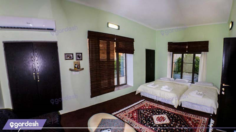 اتاق سه تخته بالکن دار اقامتگاه بوم گردی خانه باغ ایرانی