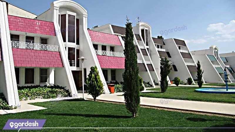 نمای ساختمان مجتمع جهانگردی شیراز