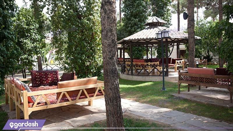 محوطه نشیمن فضای بازمجتمع جهانگردی شیراز