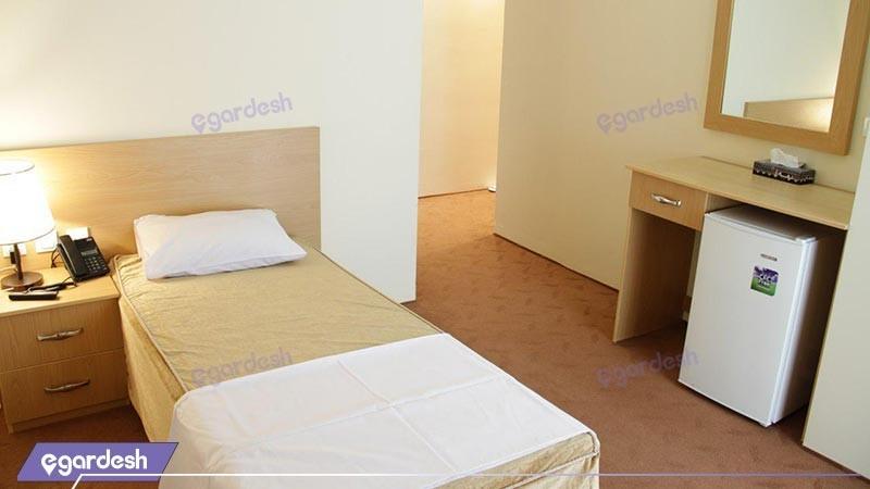 اتاق یک تخته هتل اهراب