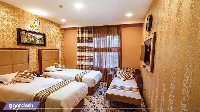 اتاق دو تخته توئین  با یک سرویس اضافه هتل بهار