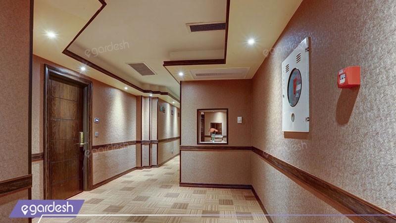 راهرو هتل بزرگ دو
