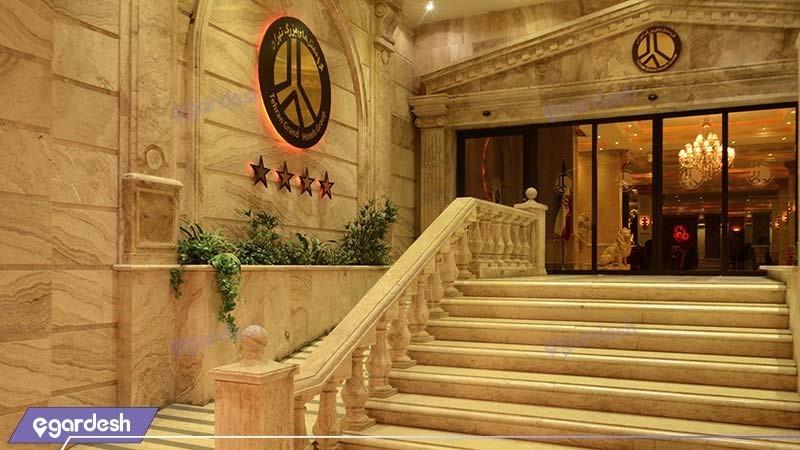 ورودی هتل بزرگ تهران