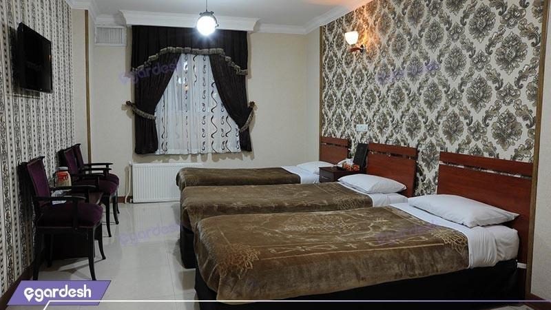 اتاق سه تخته هتل مینا
