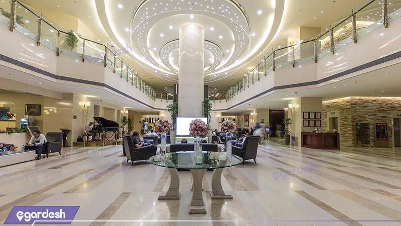 لابی هتل پارسیان آزادی تهران