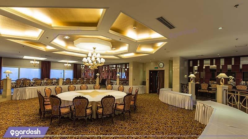 سالن پذیرایی هتل پارسیان آزادی تهران