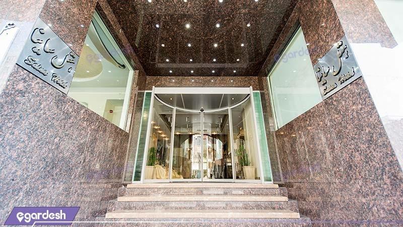 ورودی هتل ساینا