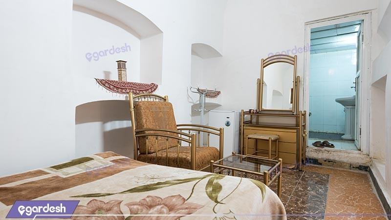 اتاق چهار تخته هتل سنتی کوروش