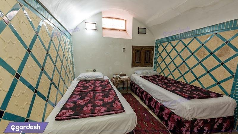 اتاق چهار تخته هتل سنتی لب خندق