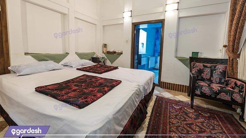اتاق دو تخته توئین هتل سنتی لب خندق