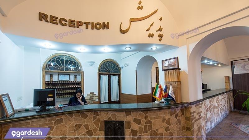 پذیرش هتل سنتی لاله