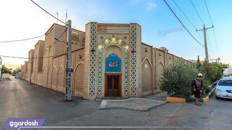 ورودی هتل باغ مشیرالممالک