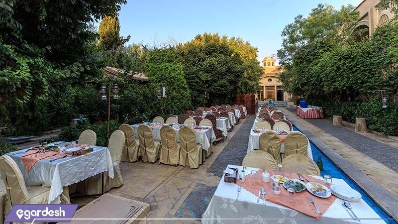 رستوران فضای باز هتل باغ مشیرالممالک