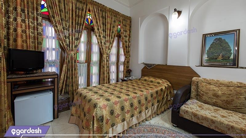 اتاق یک تخته هتل سنتی مظفر
