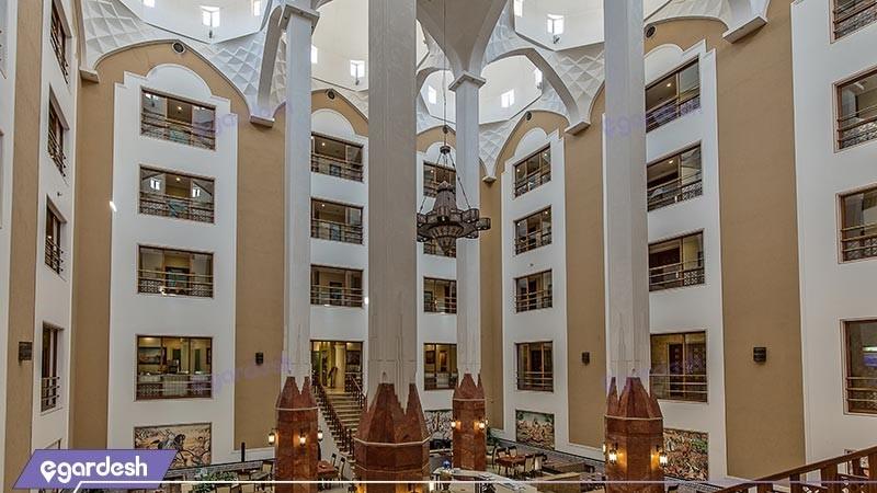 محوطه هتل پارسیان صفائیه