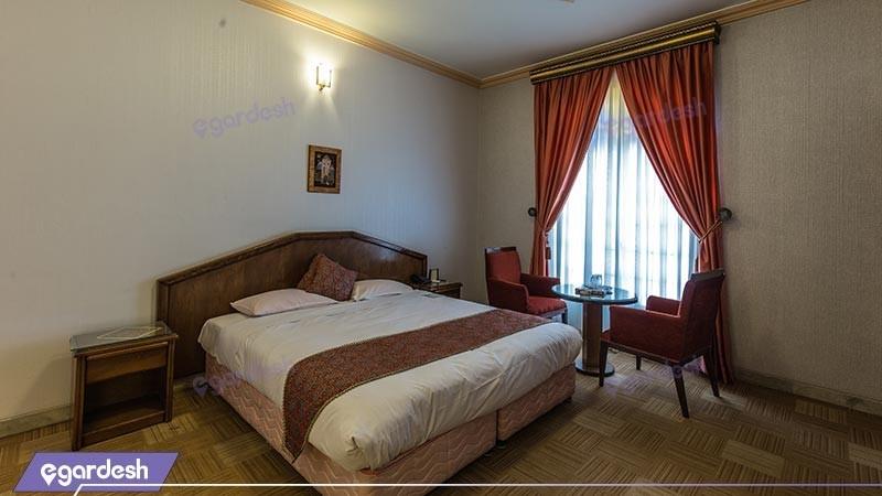 اتاق دبل هتل قدیم هتل پارسیان صفائیه