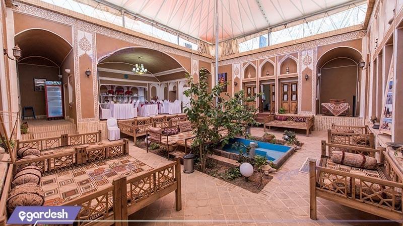 حیاط هتل سنتی رویای قدیم