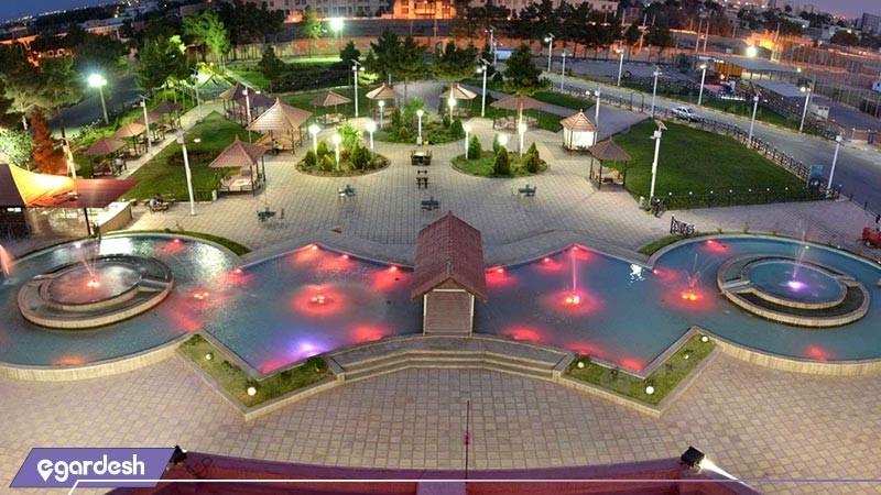 حیاط هتل زنبق
