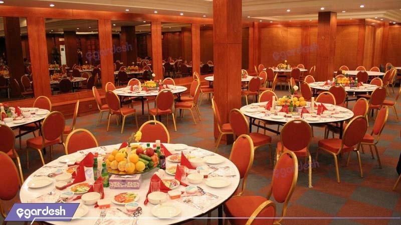 سالن پذیرایی هتل بزرگ زنجان