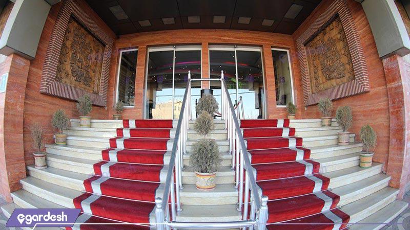 ورودی هتل بزرگ پارسیا