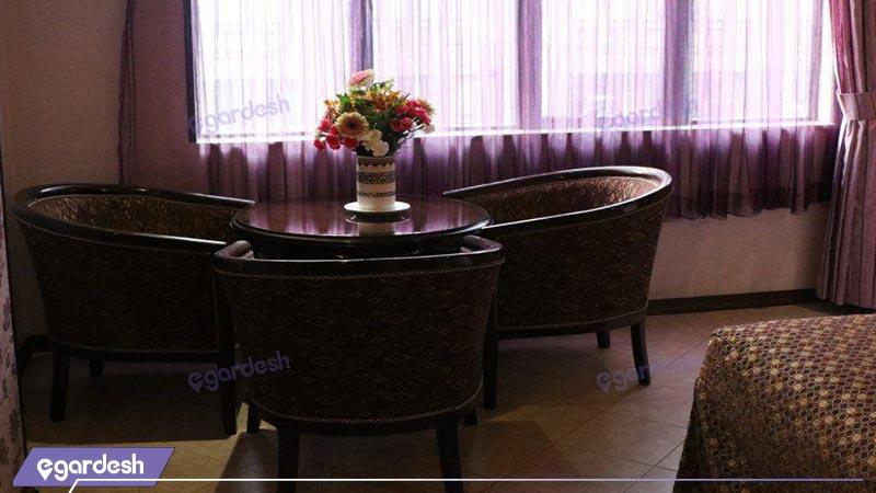 فضای داخلی هتل باباطاهر