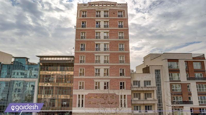 نمای ساختمان هتل بزرگ دو