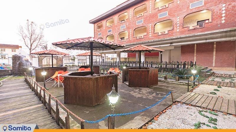 محوطه نشیمن فضای باز هتل الماس بندر انزلی
