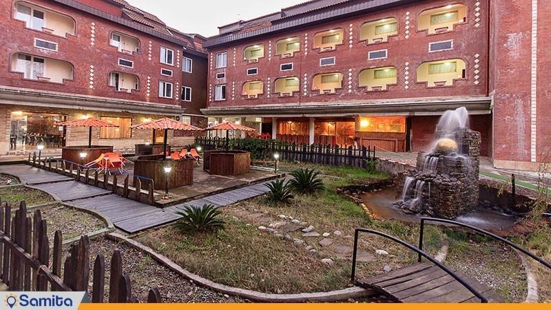 حیاط هتل الماس بندر انزلی