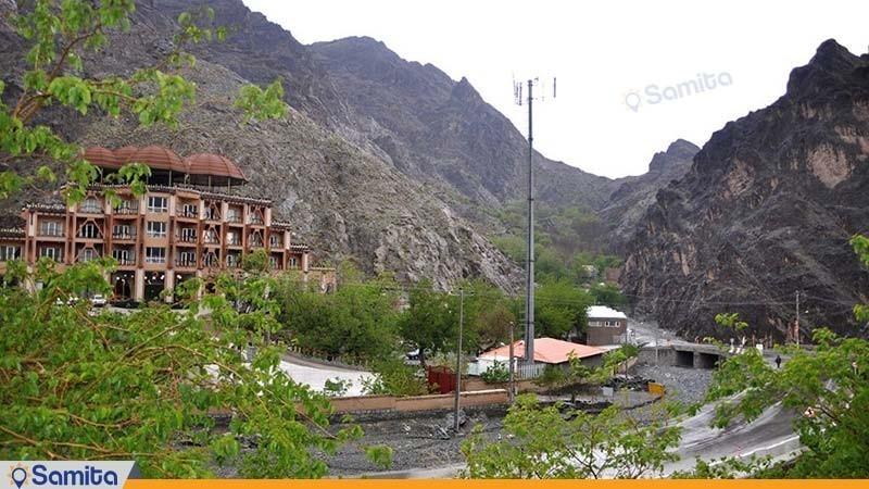 نمای هتل بزرک کوهستان