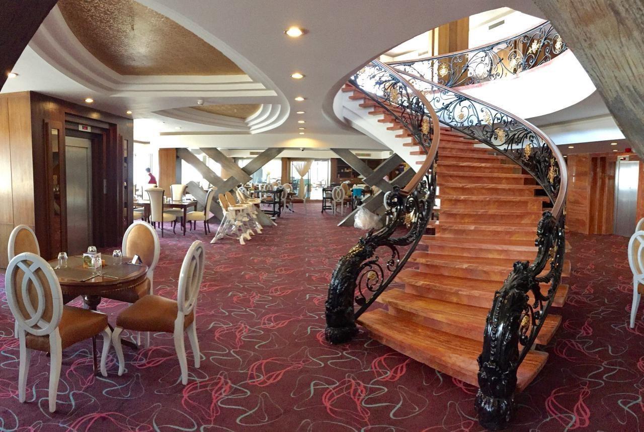 رستوران پانارومیک هتل بزرگ