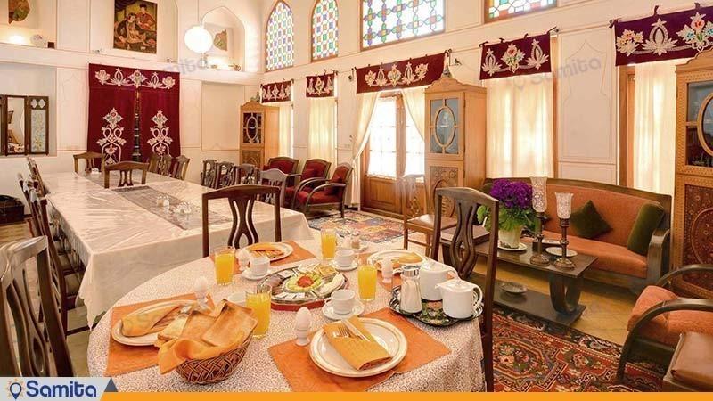سالن صبحانه خوری هتل سنتی بخردی