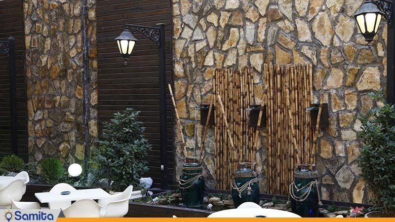 محوطه نشیمن فضای باز هتل پیروزی