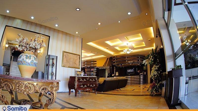 لابی هتل پارسیان آزادی همدان
