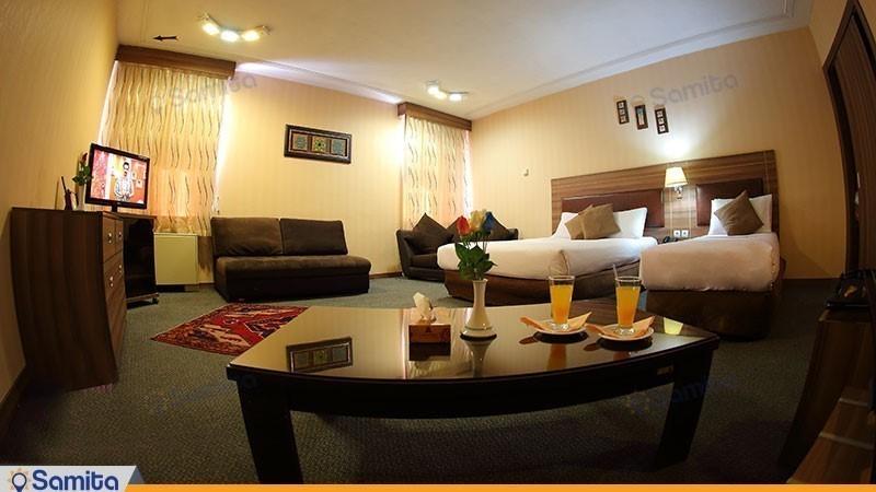 اتاق سه تخته هتل پارسیان آزادی همدان
