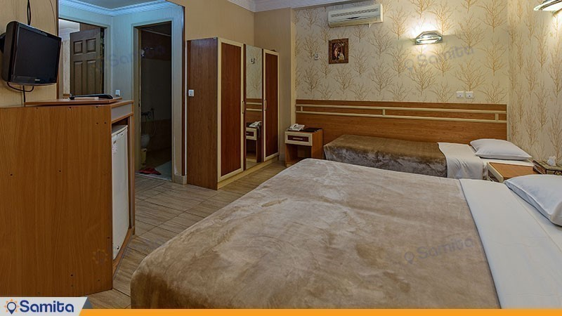 Sepahan Hotel Room with Six Beds