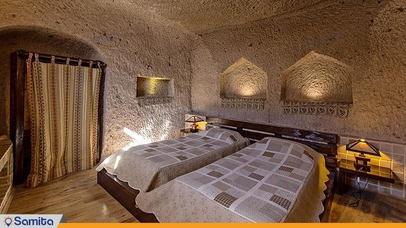 سوئیت چهارنفره با جکوزی هتل بین المللی صخره ای  لاله