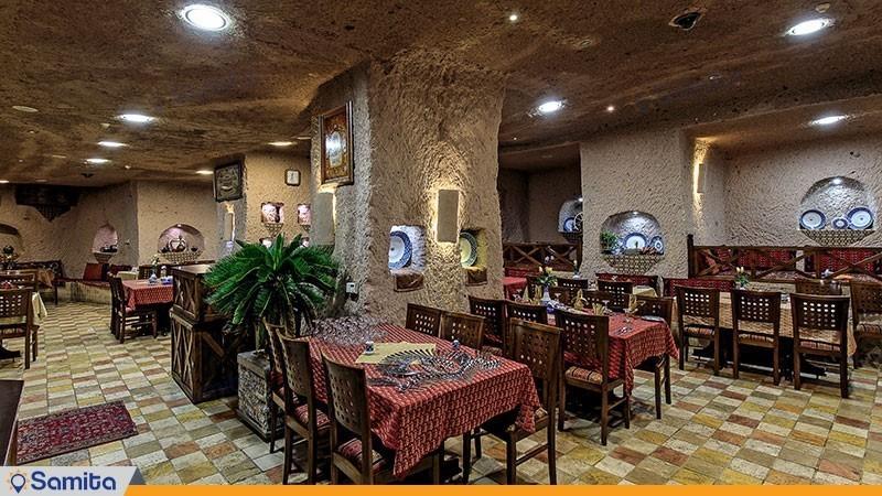 رستوران هتل بین المللی صخره ای  لاله